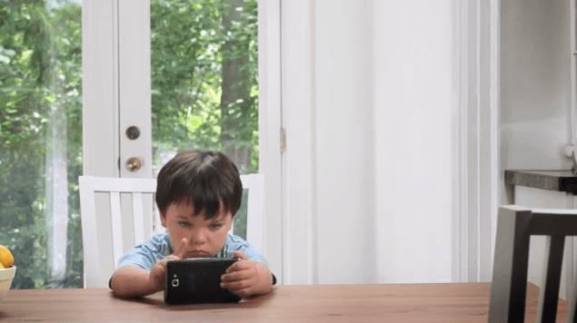 Qué bonito es que lo niños jueguen con tu celular ¿o no?