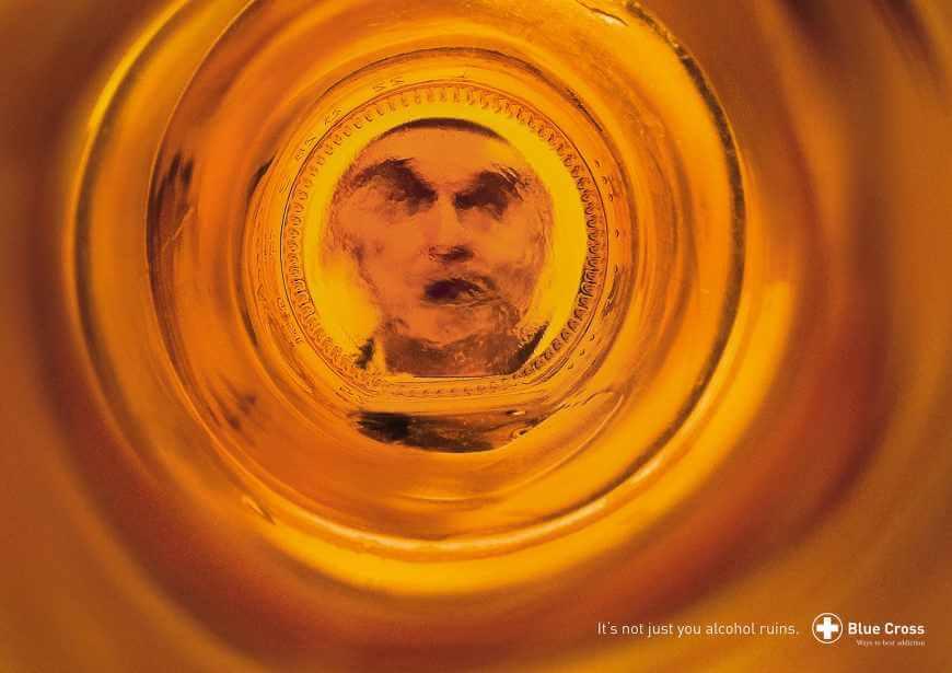 Blue Cross: Cuando bebes alcohol no eres el mismo.